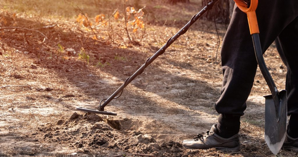 Best Metal Detecting Shovel Review Guide For 2021-2022