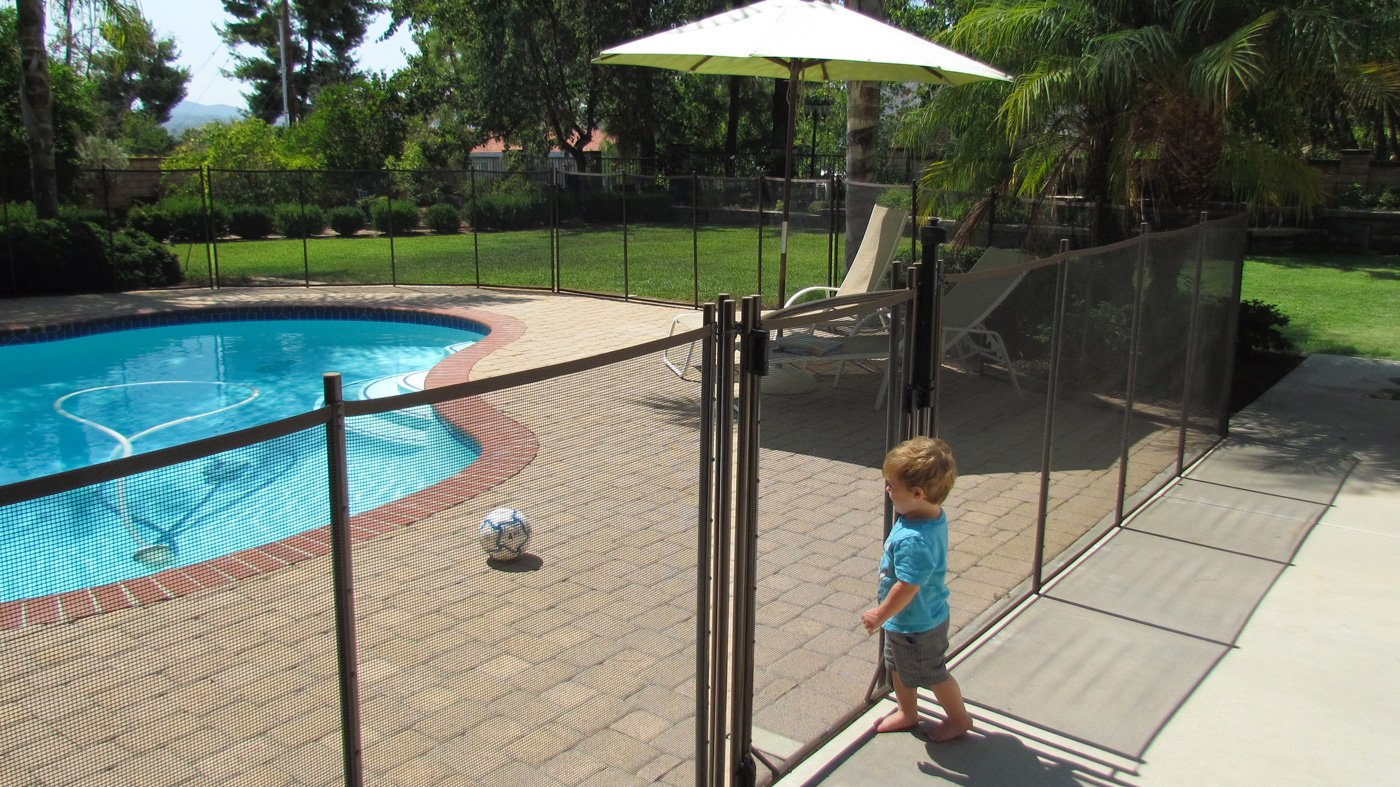 Best Pool Fence Review Guide For 2021-2022