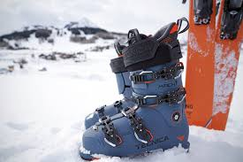 Best Alpine Ski Boot Review Guide For 2021-2022