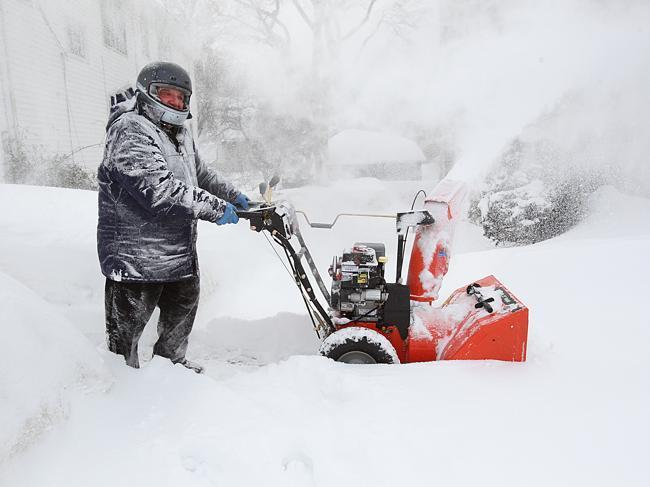 Best Snowblowers for Wet Snow Review Guide For 2021-2022